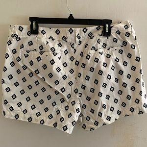 Old navy patterned chino shorts size 14